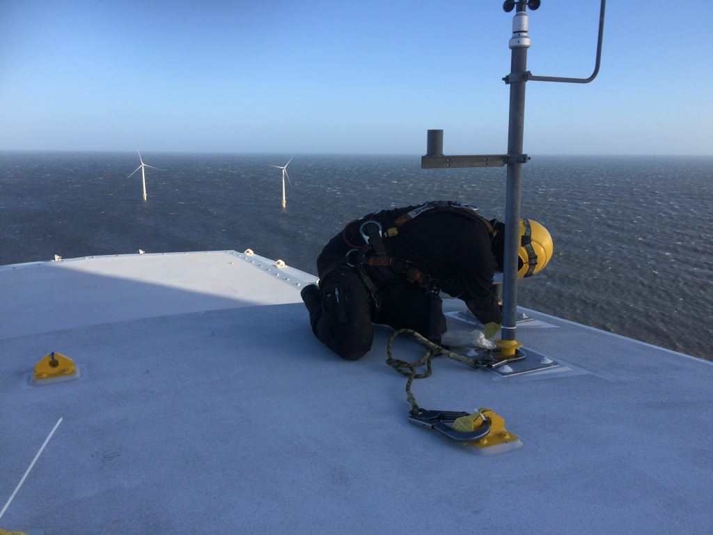 wind turbine servicing