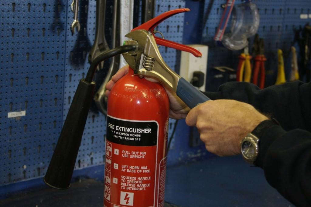 fire-extinguisher-servicing-and-maintenance2-ee62dc99804ba0d9da13213e039b376a